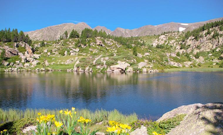 Le site classé du Lac des Bouillouses, au pied du massif du Carlit,